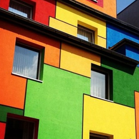 На что обратить внимание при выборе фасадной краски?